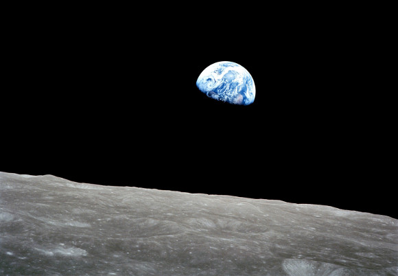 Earthrise - Foto tomada por William Anders desde la sonda Apollo 8