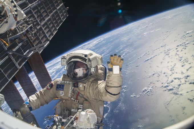 Paseo espacial del Cosmonauta Sergey Ryazanskiy en la Estación Espacial Internacional